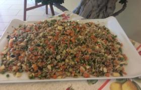 Insalata di farro (farro, pomodoro, pecorino e zucchine)