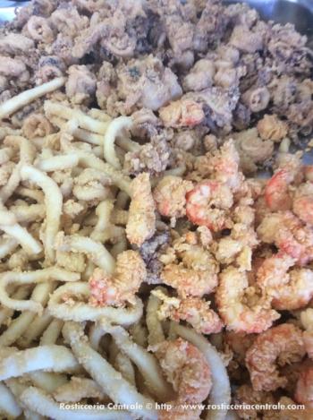 Fritto misto mare (totani, calamari, seppie, canestrelli, gamberoni, sardine)