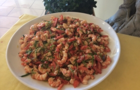 Insalata di gamberi con zucchine e pomodoro