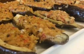 Melanzane al forno con pane, mozzarella, pomodoro e basilico
